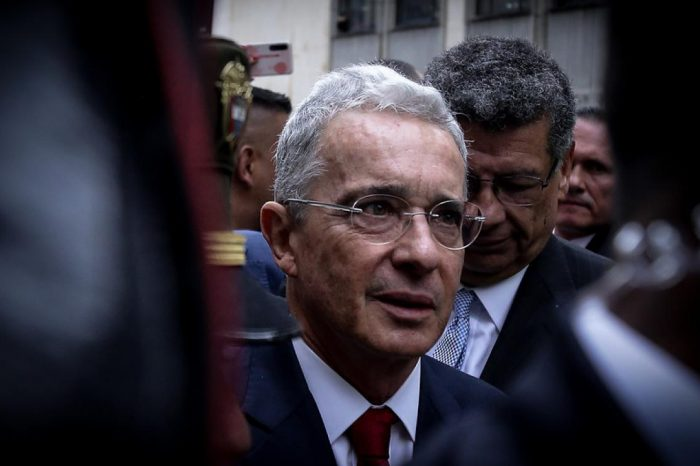 Justicia colombiana ordena detención de expresidente Álvaro Uribe
