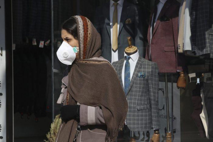 """Clérigo iraní sobre el coronavirus: """"Sólo las mujeres transmiten la enfermedad"""""""