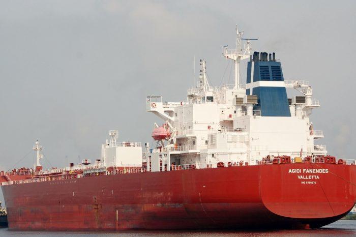 Casi escondidos, llegan cargamentos de hidrocarburos de la India a Venezuela