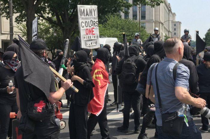 FBI investiga redes de financiamiento de Antifa y otros radicales en EEUU