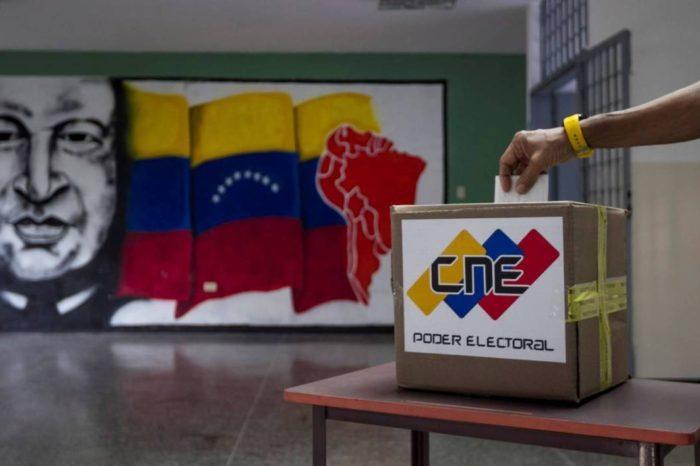 Contra la comunidad internacional, Maduro pretende avanzar en su plan para celebrar elecciones en diciembre