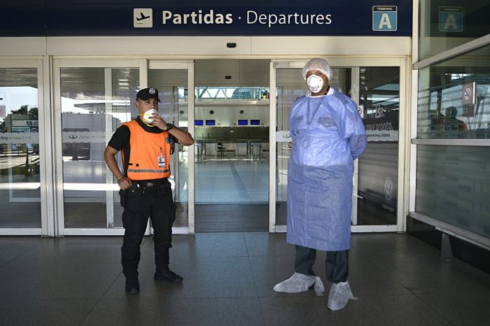 Interminable cuarentena kirchnerista obliga a aerolíneas a dejar de volar a Argentina