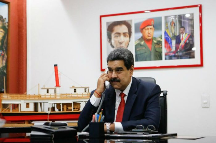 Maduro usa a operador de redes sociales para posicionar etiquetas a favor de Capriles