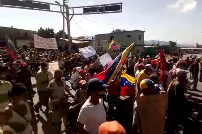 Un pequeño pueblo chavista se rebela y enciende la llama de la protesta en Venezuela (Videos)