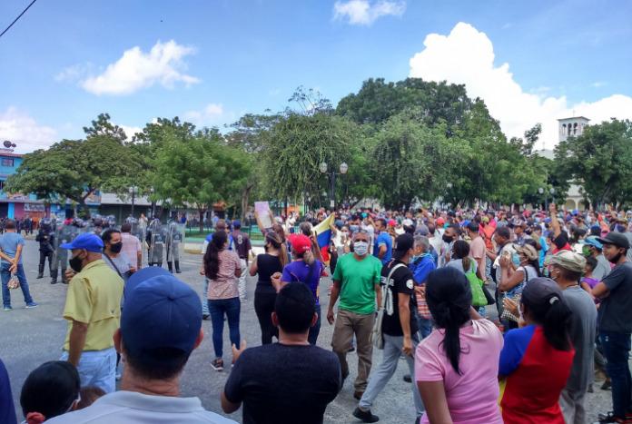 Represión no amilana las protestas contra Maduro en el interior del país