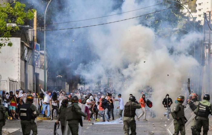 Protestas continuarán en Venezuela ante falta de soluciones y pese a represión continua del régimen
