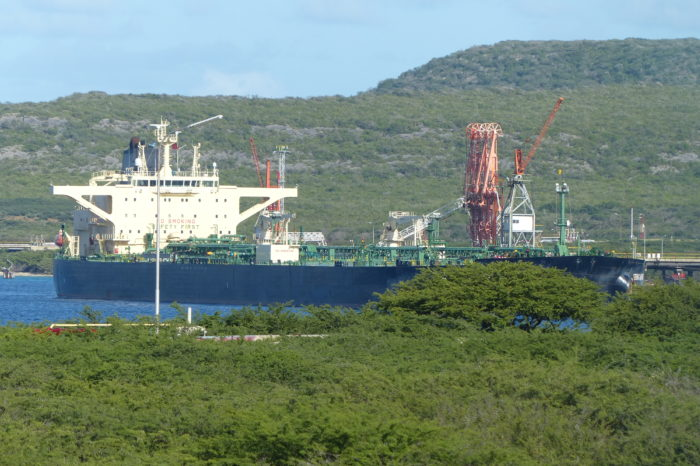 Un buque de PDVSA podría estar violando sanciones en una misteriosa visita a Curazao