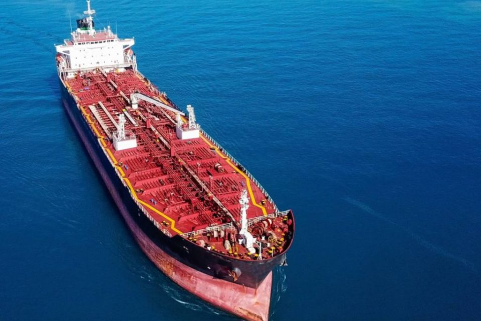 PDVSA aumenta su producción de gasolina para Cuba y el mercado negro