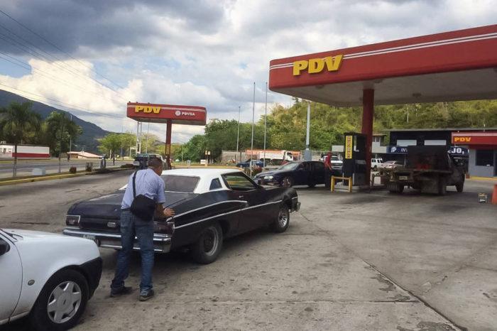 Menos de dos meses durará abastecimiento de combustible iraní en Venezuela