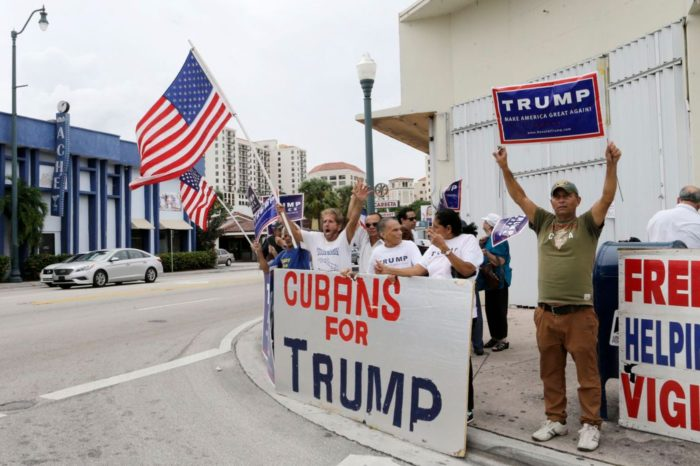 Por qué el voto cubano va contra el partido Demócrata
