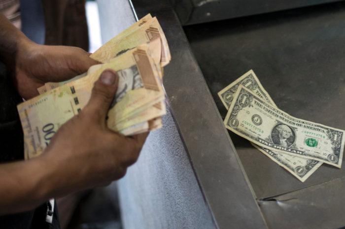 Maduro frustra intentos de dolarización de la banca en Venezuela