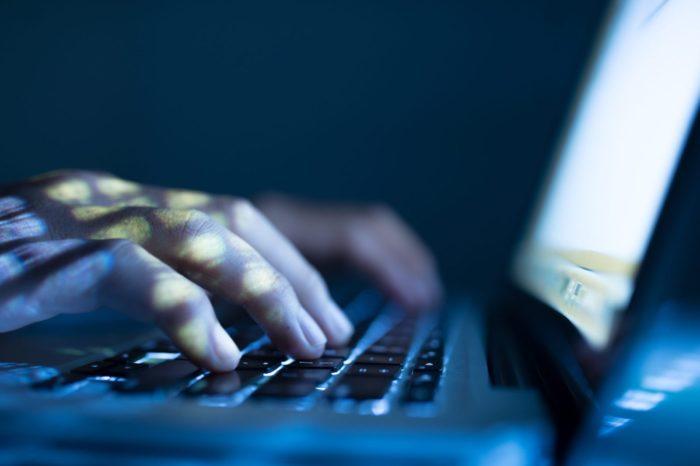 Descubren más agentes extranjeros usando Facebook para interferir en las elecciones de EEUU