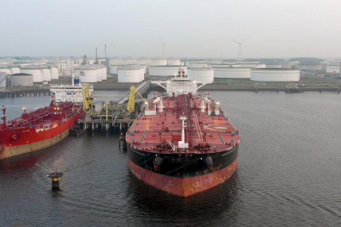Empresas vinculadas al terrorismo intentan recuperar gasolina iraní incautada por EEUU