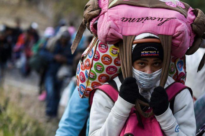Legisladores opositores buscan defender integridad de migrantes que huyen caminando del colapso chavista