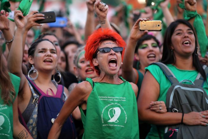 Con legalización del aborto Gobierno argentino crea una distracción de la crisis económica y la pandemia