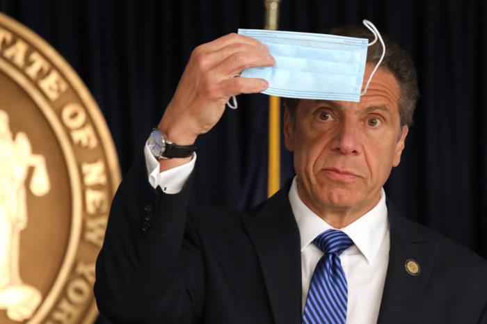 Bar neoyorquino reta cuarentena del gobernador Andrew Cuomo