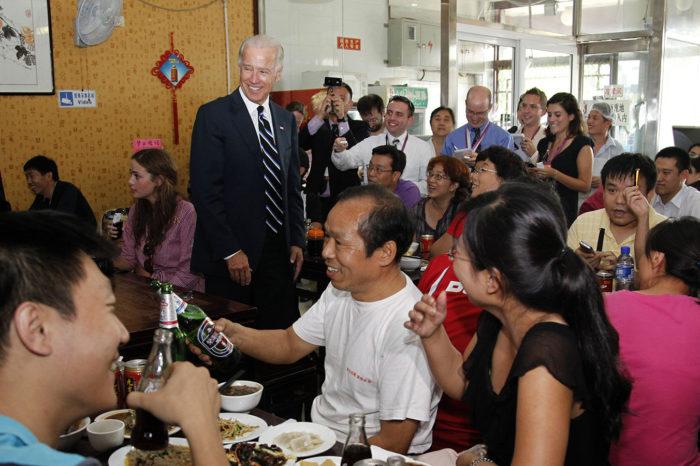 """China celebra el regreso al poder del """"viejo amigo"""" Joe Biden"""