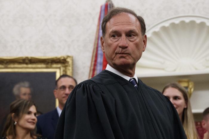 Libertades de expresión y religión corren peligro en EEUU, advierte magistrado de Corte Suprema