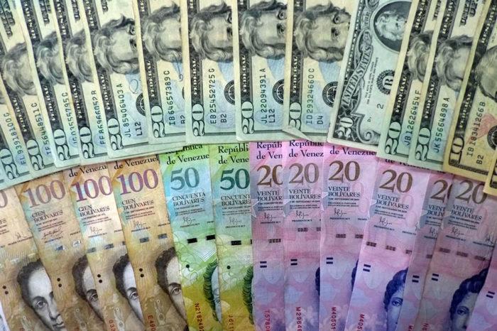 Así es la novedosa operación detrás de los pagos en dólares a los médicos venezolanos