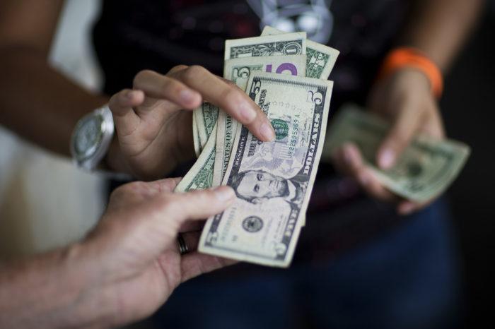 Expertos creen que la FED estadounidense no aprobará dolarización madurista