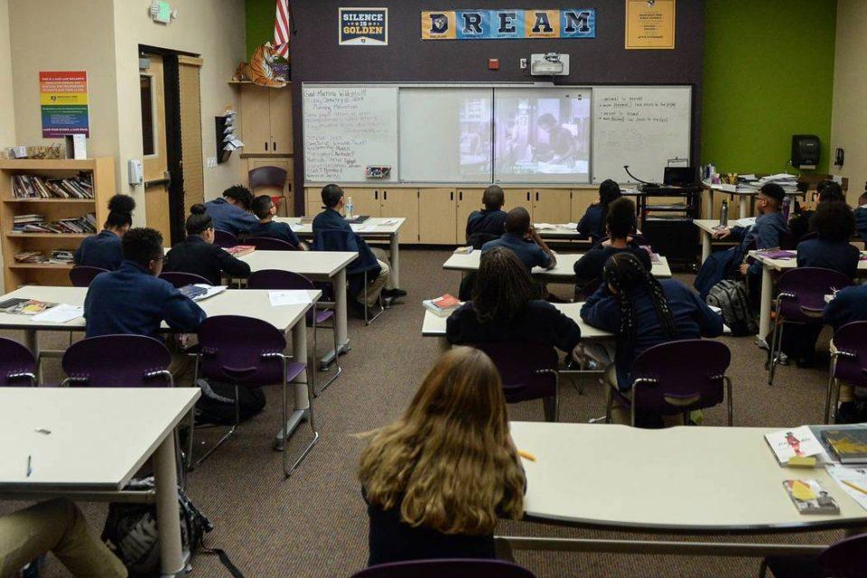 demandan por adoctrinamiento izquierdista a escuela en eeuu - primer informe