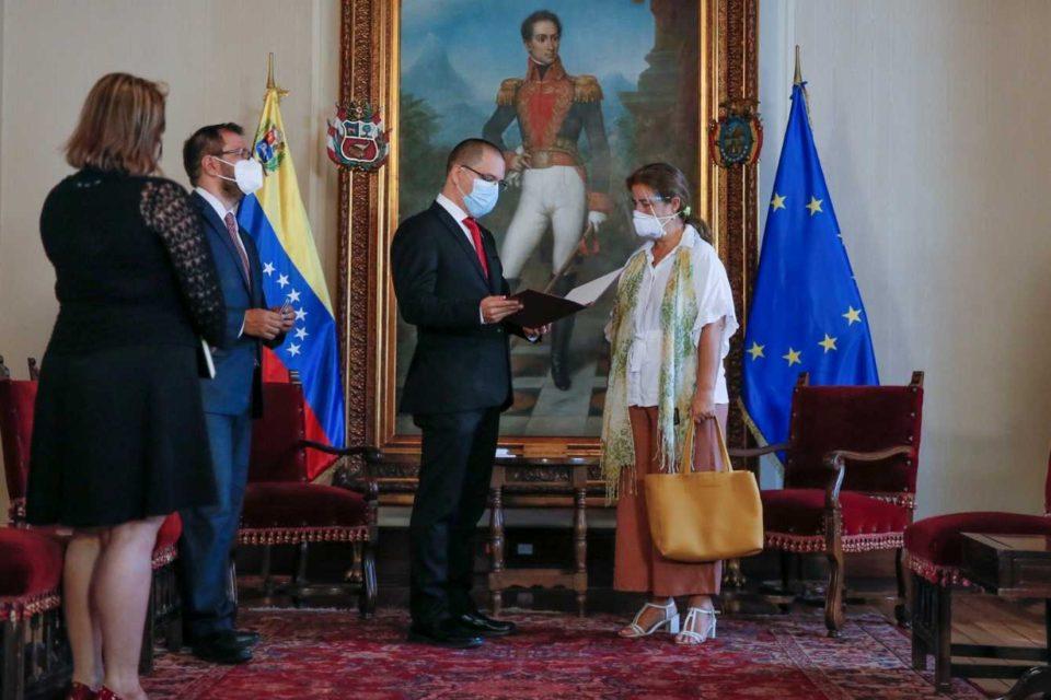 Maduro decide expulsar a la embajadora