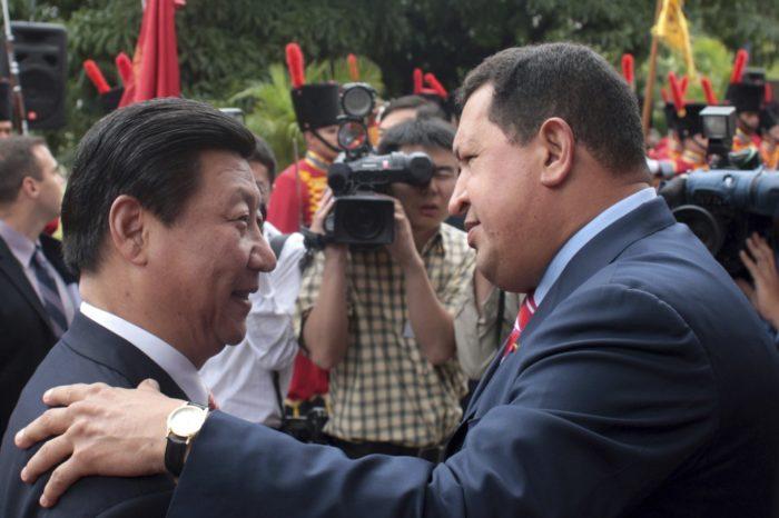 La historia de cómo Chávez hizo caer a Venezuela en la trampa de deuda china