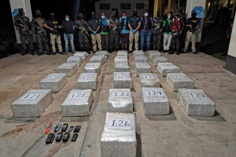 caen-4-venezolanos-con-700-kilos-de-cocaina-en-honduras - primer informe