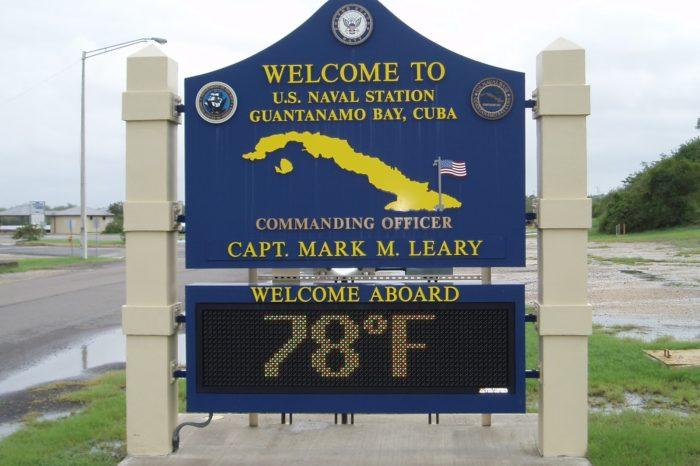 EEUU cierra polémica unidad de la prisión de Guantánamo y traslada a sus prisioneros