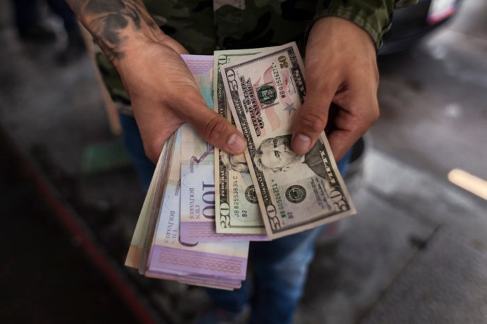 El dólar domina en el socialismo latinoamericano
