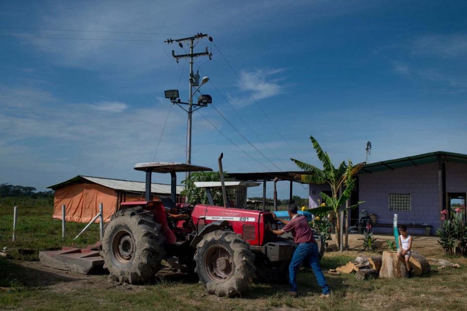 Maduro ordena agotar reservas de diésel intentando reactivar la agricultura