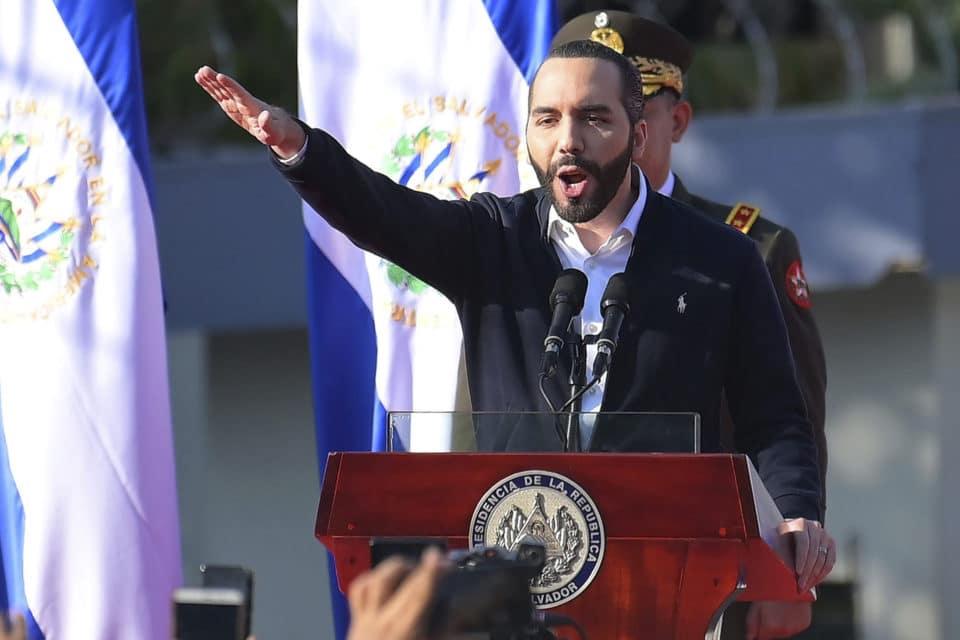 Las reacciones al golpe judicial de Bukele en el Salvador