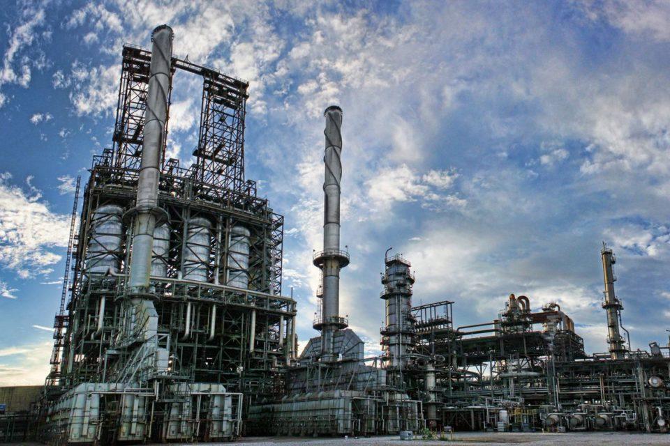 PDVSA se debate entre producir gasolina o exportar petróleo