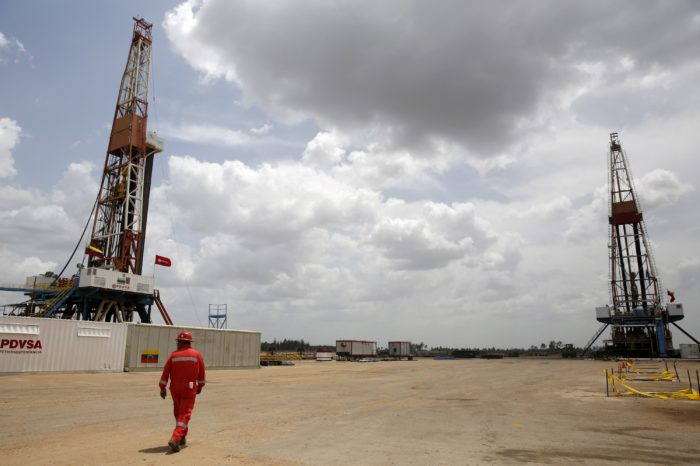 Con un reacomodo interno en PDVSA intentan reanimar producción petrolera en Venezuela