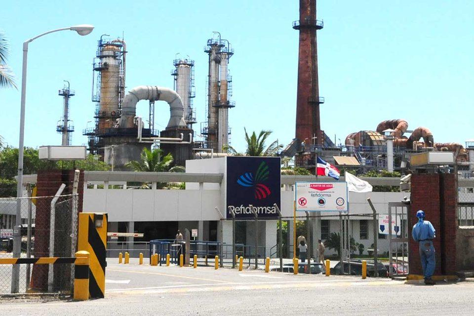 Entregar refinerías para pagar deudas es la solución final de Maduro