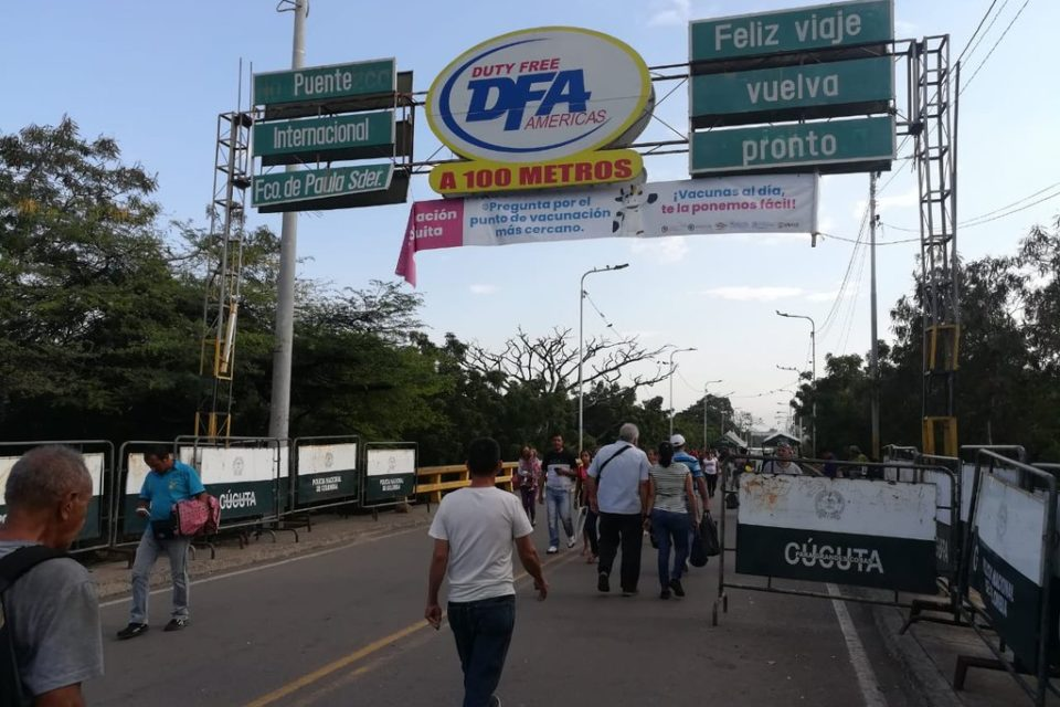 colombia-permitira-que-venezolanos-con-doble-nacionalidad-se-vacunen-contra-el-covid-19 - primer informe