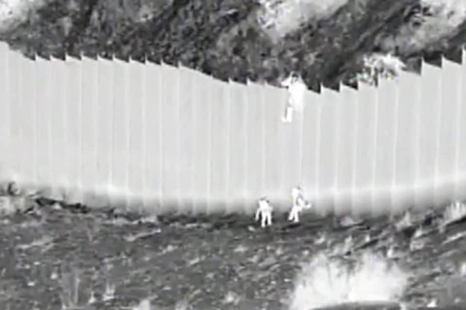 video-la-impresionante-forma-como-una-migrante-venezolana-cruzo-el-muro-fronterizo-hacia-eeuu - primer informe