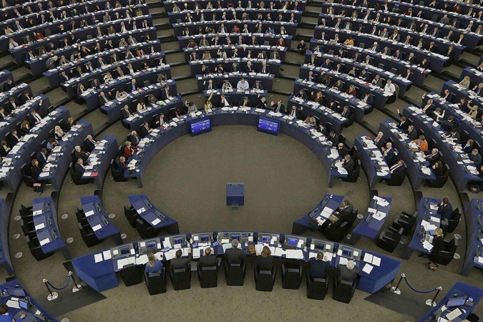 Europarlamento condena a Cuba