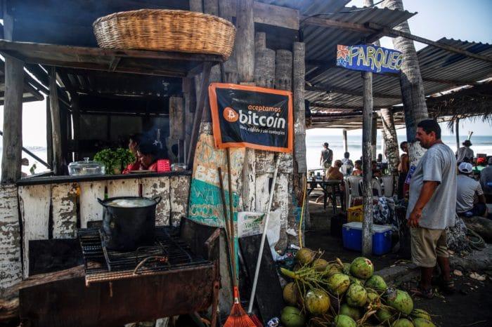 El Banco Mundial le da la espalda a la aventura del bitcoin de Nayib Bukele en El Salvador