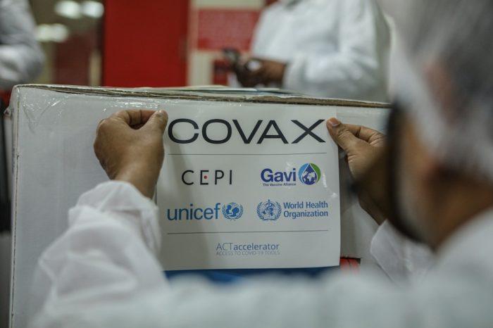 ¿Por qué Venezuela quedó fuera de los programas de vacunas para países pobres?