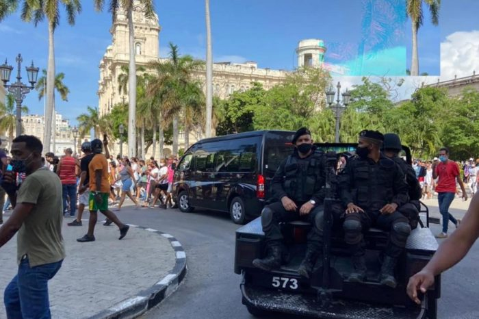 Brutal represión en Cuba no desalienta la rebelión contra Díaz-Canel