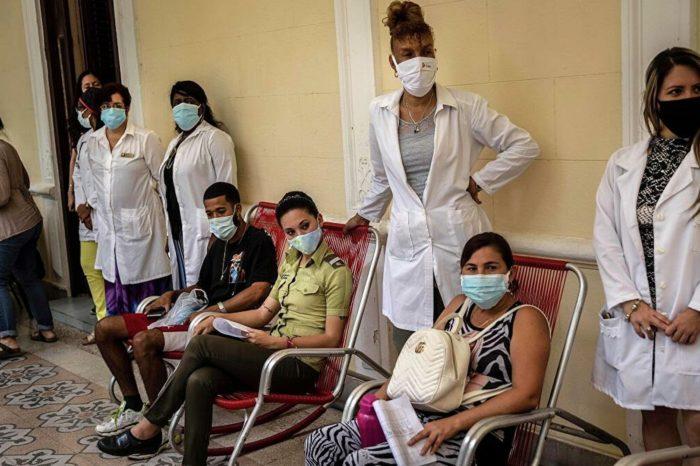 medicos-cubanos-claman-por-ayuda-internacional-ante-el-colapso-de-la-isla-por-el-covid-19