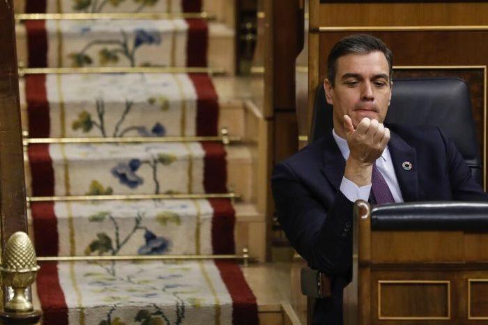 Nueva ley en España acerca a Sánchez a las políticas de Maduro