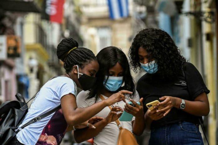 Cubanos burlan las restricciones de libertad de expresión del castrismo